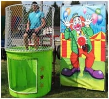 Does the dunk tank come with the water?